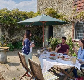English wine tour and tasting in Sussex with lunch on vineyard estate garden